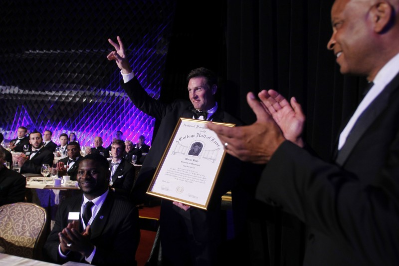 College Football Hall of Fame Welcomes Wesley Walls
